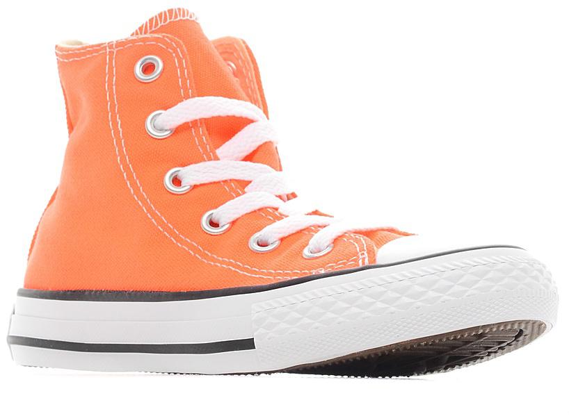 Кеды355739Стильные высокие детские кеды Chuck Taylor All Star от Converse приведут в восторг вашего ребенка! Кеды выполнены из плотного текстиля и оформлены контрастной прострочкой. Мыс защищен резиновой накладкой. Классическая шнуровка на подъеме надежно фиксирует обувь на ноге. Стелька и подкладка из мягкого текстиля комфортны при ходьбе. Подошва исполнена из износостойкой резины. Рифление на подошве обеспечивает идеальное сцепление с любыми поверхностями. Эффектные кеды помогут создать яркий, динамичный образ.