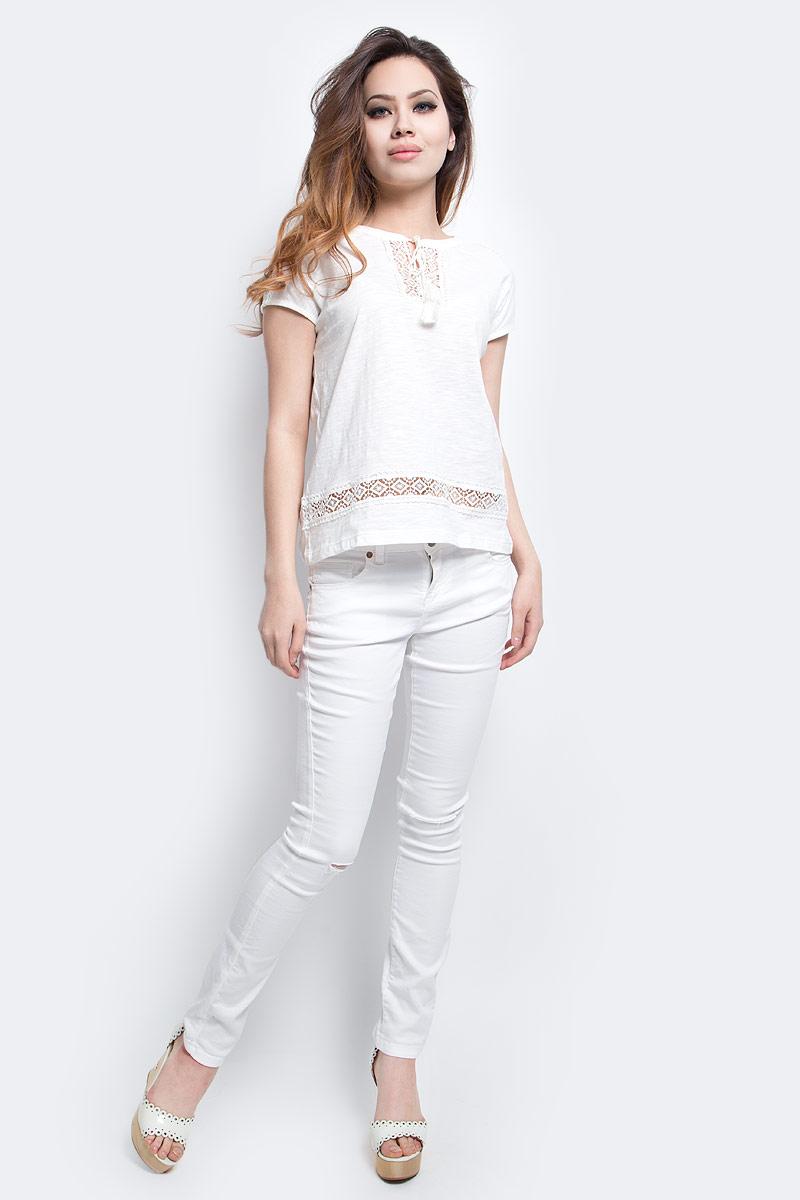 ФутболкаTs-111/1250-7243Стильная женская футболка Sela выполнена из натурального хлопка и оформлена ажурным плетением. Модель прямого кроя с цельнокроеными рукавами подойдет для прогулок и дружеских встреч, будет отлично сочетаться с джинсами и брюками, а также гармонично смотреться с юбками. Круглый вырез горловины дополнен завязками. Мягкая ткань комфортна и приятна на ощупь.