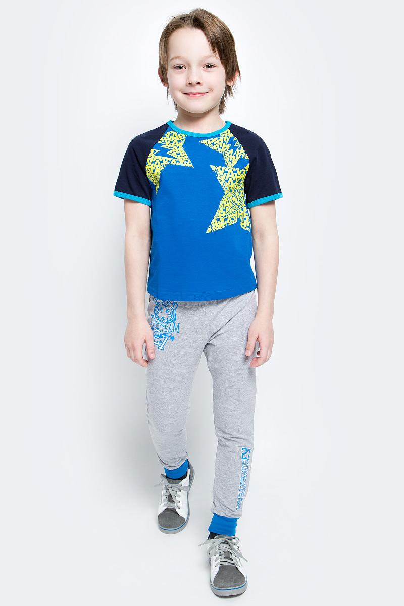 ФутболкаSJF17014M29Стильная футболка M&D для мальчика изготовлена из натурального хлопка, она необычайно мягкая и приятная на ощупь, не сковывает движения ребенка и придает комфорт. Футболка с короткими рукавами-реглан и круглым вырезом горловины оформлена оригинальным принтом. Вырез горловины и края рукавов дополнены трикотажной бейкой.