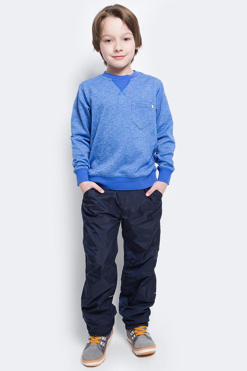 Брюки утепленныеPpf-825/103-7111Брюки для мальчика Sela изготовлены из 100% полиэстера. Подкладка выполнена из теплого мягкого флиса. Брюки на талии имеют широкую эластичную резинку со шнурком. Спереди модель дополнена двумя втачными карманами и имитацией ширинки, а сзади - двумя накладными карманами на кнопках. Понизу брючины присборены на эластичные резинки. Изделие оснащено светоотражающими элементами.