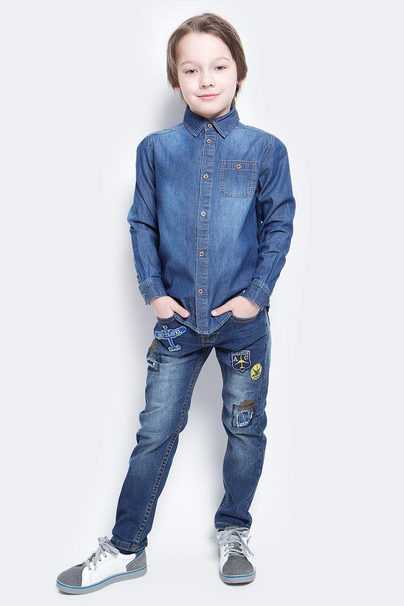 РубашкаHj-832/005-7112Джинсовая рубашка для мальчика Sela выполнена из натурального хлопка с эффектом потертостей. Модель прямого кроя с длинными рукавами и отложным воротничком застегивается на пуговицы и дополнена накладным карманом на пуговице на груди. Манжеты рукавов также застегиваются на пуговицы.