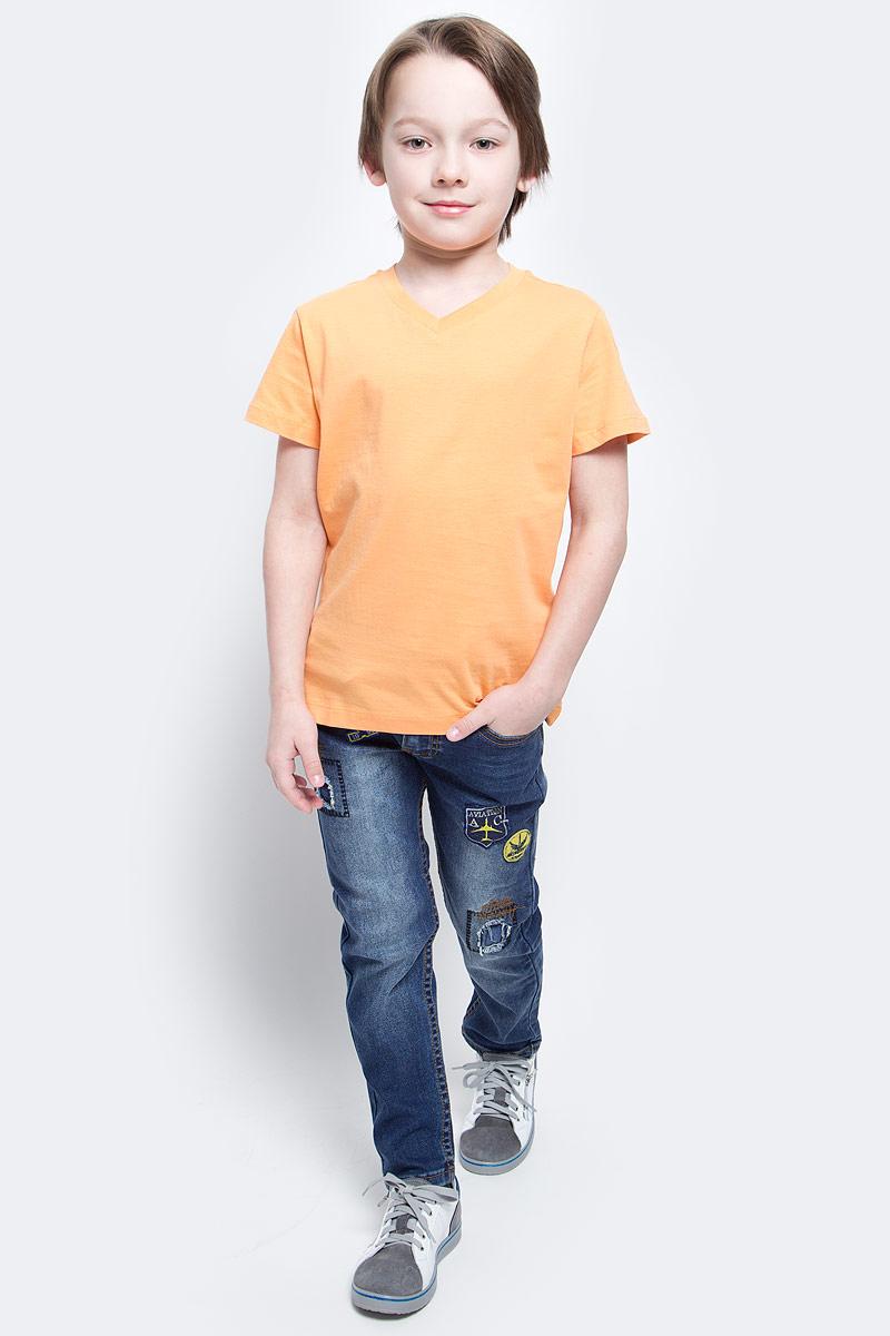 ФутболкаTs-811/606-7132Футболка для мальчика Sela изготовлена из высококачественного натурального хлопка. Модель с короткими рукавами и V-образным вырезом горловины имеет стильную однотонную расцветку.