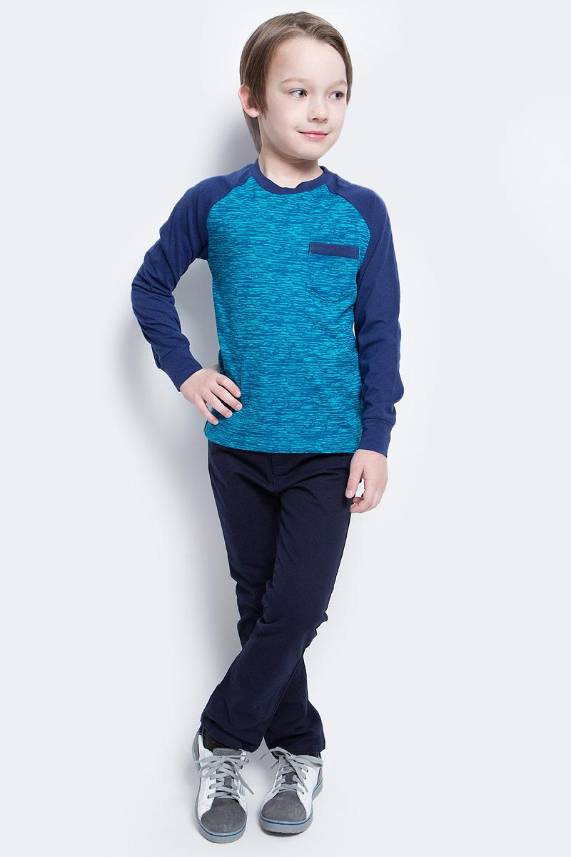 Футболка с длинным рукавомT-811/1050-7140Стильный лонгслив для мальчика Sela выполнен из качественного трикотажа и дополнен накладным карманом на груди. Модель прямого кроя с контрастными рукавами-реглан подойдет для прогулок и дружеских встреч и будет отлично сочетаться с джинсами и брюками. Мягкая ткань на основе хлопка и полиэстера комфортна и приятна на ощупь. Воротник изделия дополнен мягкой трикотажной резинкой.