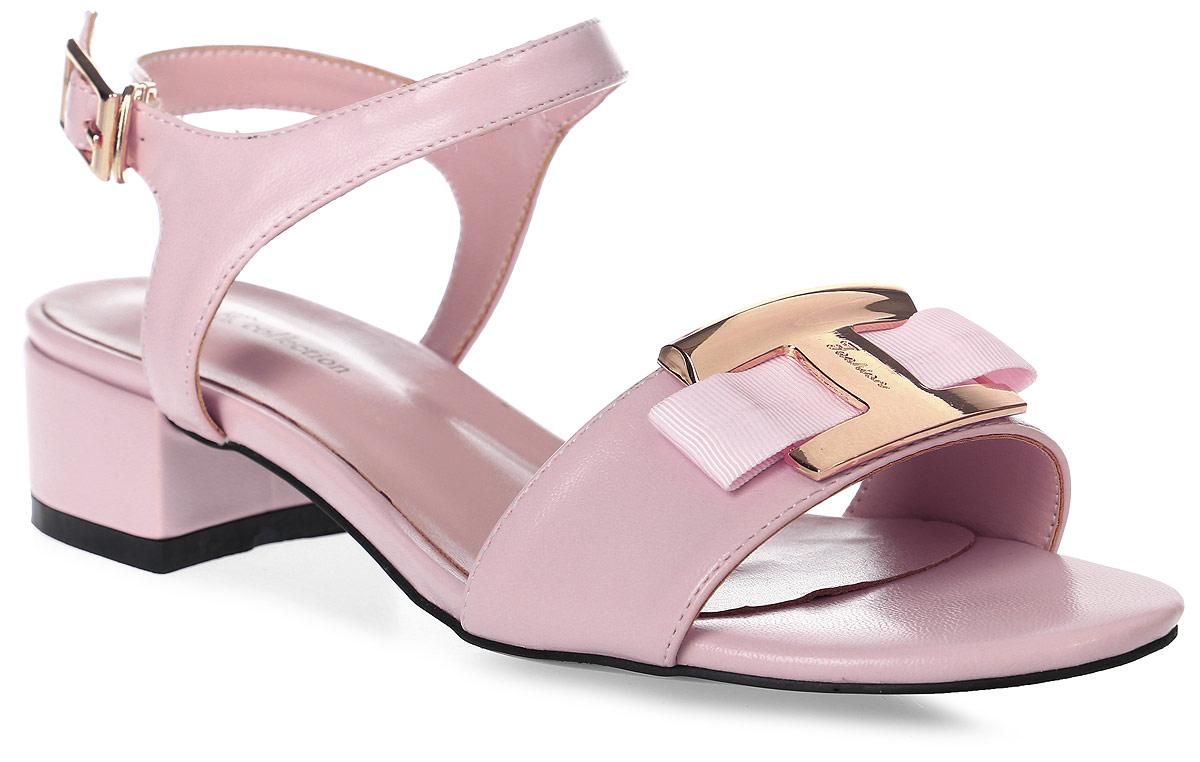 БосоножкиSP-QA0401-1 PU (SP-Q03002-4)Стильные босоножки на низком каблуке выполнены из искусственной кожи. Стелька выполнена из натуральной кожи. Босоножки фиксируются на ноге при помощи застежки-пряжки.
