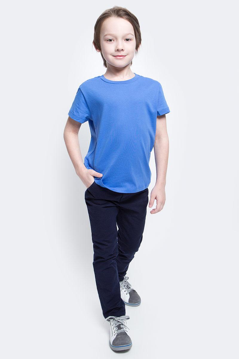 ФутболкаTs-811/605-7132Стильная футболка для мальчика Sela изготовлена из натурального хлопка однотонного цвета. Воротник дополнен мягкой трикотажной резинкой. Универсальная модель позволит создавать комбинации, как в повседневном, так и в спортивном стиле.