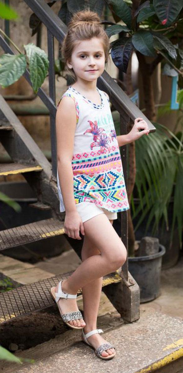 Майка718005Трикотажная майка-топ для девочки из принтованной ткани декорирована яркой аппликацией.