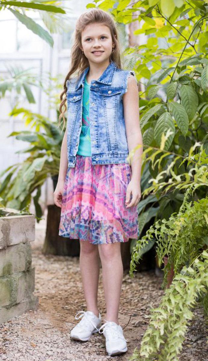 Жилет718024Джинсовый жилет для девочки декорирован стразами, застегивается на кнопки, имеет отложной воротничок.