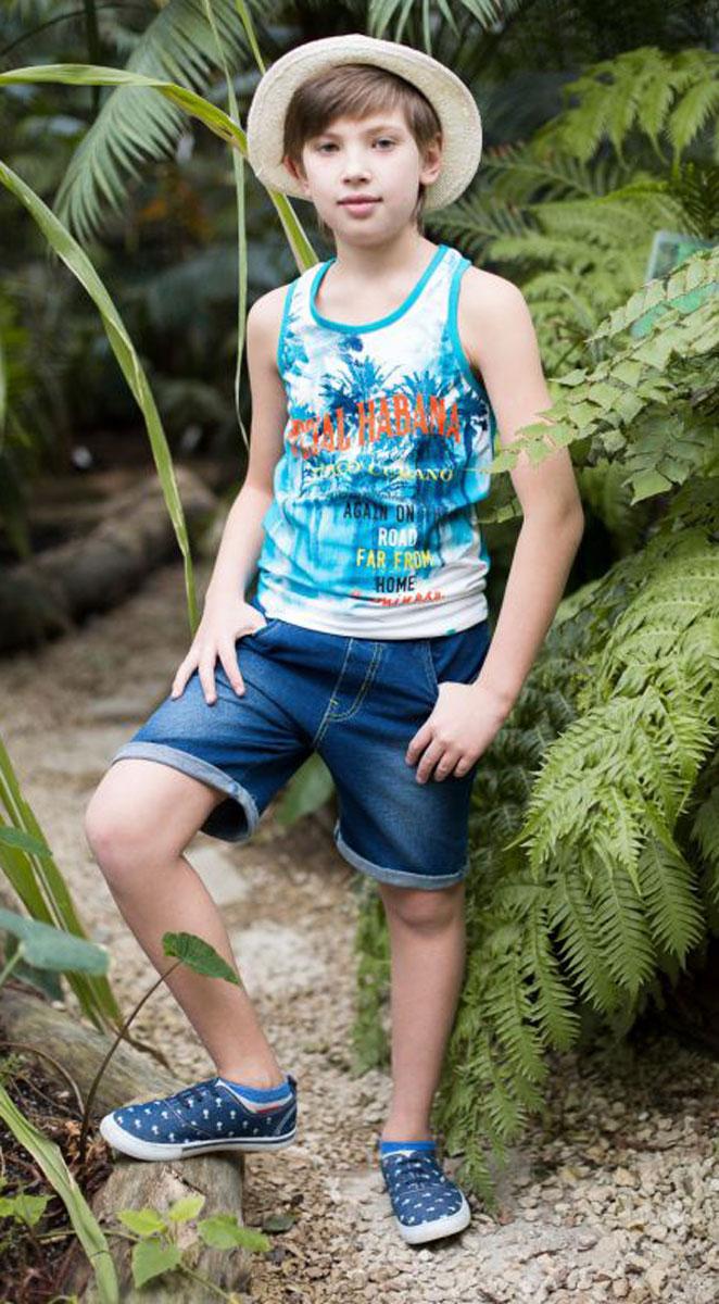 Майка717059Майка из трикотажной ткани для мальчика, декорированная оригинальным принтом. Горловина и проймы выполнены из контрастной ткани.