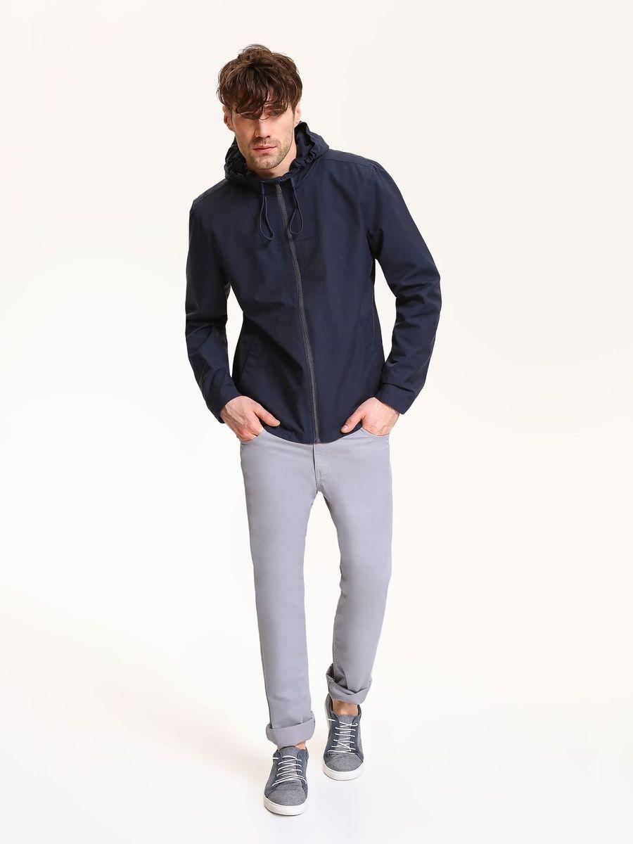 КурткаSKU0770GRМужская куртка Top Secret выполнена из высококачественного комбинированного материала. Модель с капюшоном и длинными рукавами застегивается на застежку-молнию.