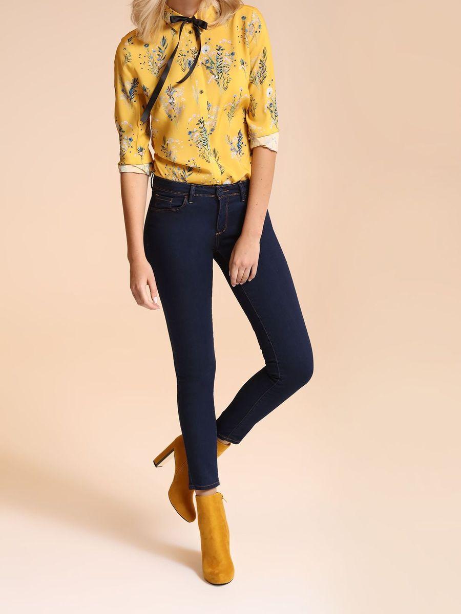 БрюкиSSP2504GRСтильные женские брюки Top Secret - брюки высочайшего качества на каждый день, которые прекрасно сидят. Модель изготовлена из высококачественного полиэстера, хлопка и эластана. Эти модные и в тоже время комфортные брюки послужат отличным дополнением к вашему гардеробу. В них вы всегда будете чувствовать себя уютно и комфортно.