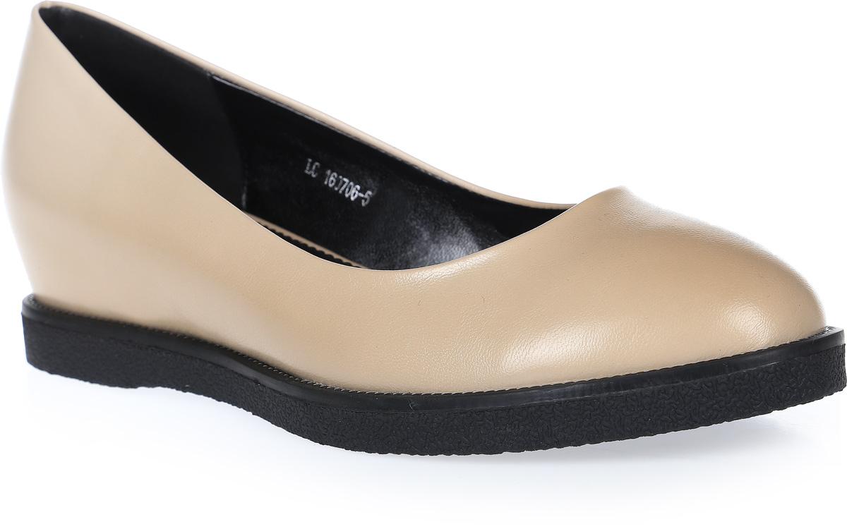 ТуфлиLC-160706-4 PUОчень удобные туфли на невысокой скрытой танкетке выполнены из искусственной кожи. Стелька выполнена из натуральной кожи.
