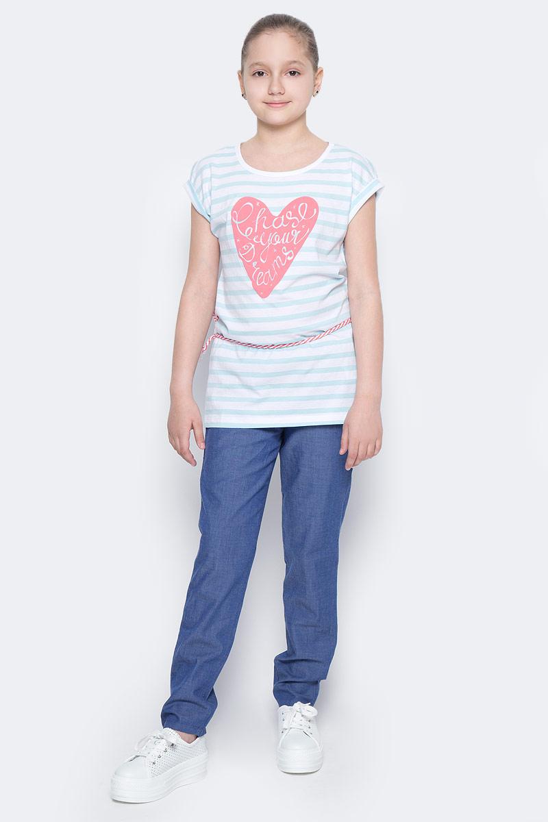 ФутболкаTKs-611/961-7233Удлиненная футболка для девочки Sela станет отличным дополнением к гардеробу юной модницы. Футболка прямого кроя изготовлена из натурального хлопка и оформлена принтом в полоску и надписью на фоне контрастного сердца. Воротник дополнен мягкой эластичной бейкой. В комплект с футболкой входит текстильный пояс-шнурок.
