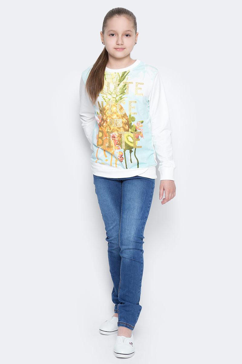ДжинсыPJ-635/134-7142Стильные джинсы для девочки Sela, выполненные из эластичного хлопка с эффектом потертостей и контрастной строчкой, станут отличным дополнением к гардеробу юной модницы. Джинсы зауженного кроя и стандартной посадки на талии имеют широкий пояс на мягкой резинке со шлевками для ремня. Модель представляет собой классическую пятикарманку: два втачных и один маленький накладной кармашек спереди и два накладных кармана сзади.