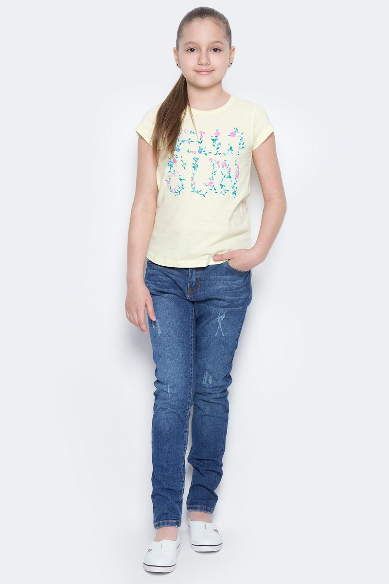 ДжинсыPJ-635/132-7142Стильные джинсы для девочки Sela выполнены из эластичного хлопка с эффектом потертостей и разрывов. Джинсы свободного кроя и заниженной посадки на талии застегиваются на пуговицу и имеют ширинку на застежке-молнии. На поясе имеются шлевки для ремня. Модель представляет собой классическую пятикарманку: два втачных и один маленький накладной кармашек спереди и два накладных кармана сзади.