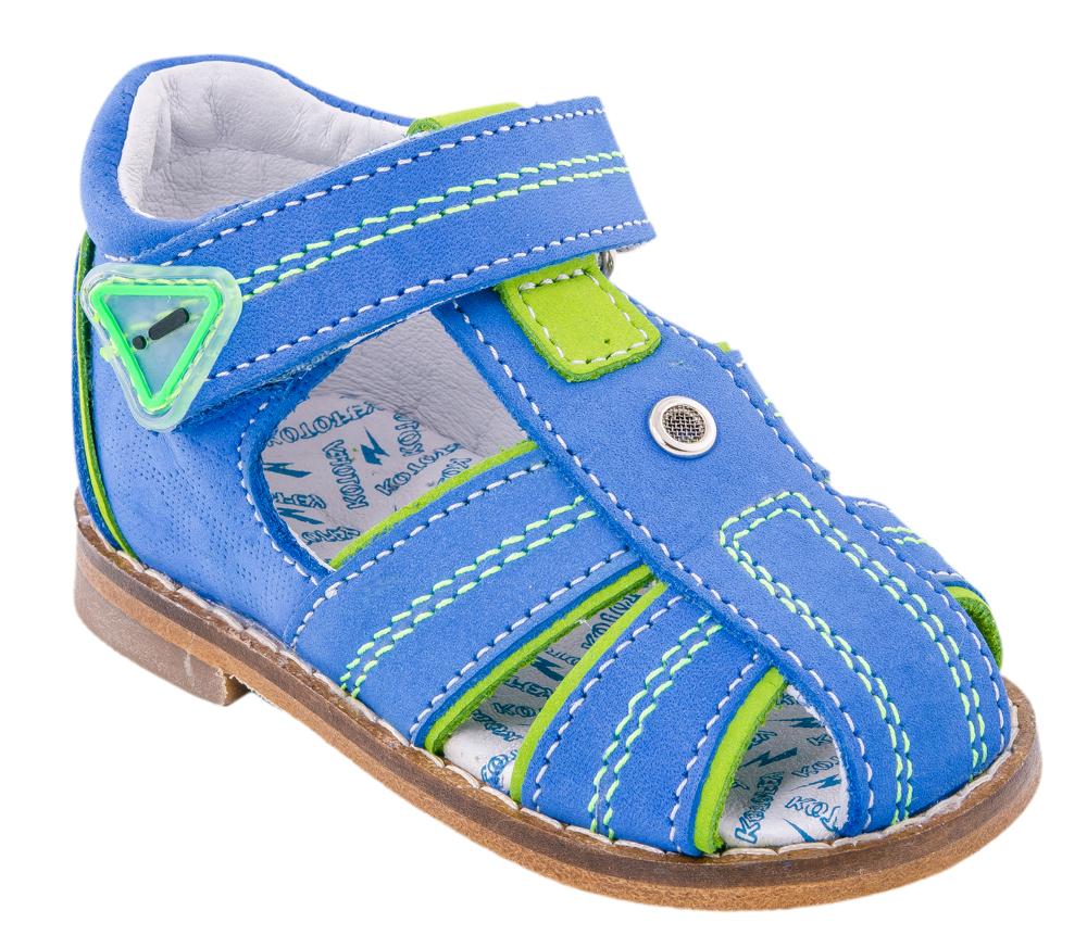 Сандалии022004-24Замечательные сандалии от Котофей придутся по душе вашему мальчику. Модель, выполненная из натурального нубука, оформлена контрастной прострочкой, вдоль ранта - декоративной прострочкой. Яркие элементы отделки отлично дополняют базовый цвет и придают модели оригинальности. Внутренняя поверхность и стелька из натуральной кожи комфортны при ходьбе. Стелька из ЭВА дополнена супинатором с перфорацией, который обеспечивает правильное положение ноги ребенка при ходьбе и предотвращает плоскостопие. Высокий жесткий задник и ремешок с застежкой-липучкой позволяют прочно зафиксировать ножку ребенка, а это значит, что ребенок будет чувствовать себя максимально удобно. Кожаная подошва, дополненная небольшим каблучком, снабжена резиновыми накладками, защищающими от скольжения. Такие сандалии подойдут для прогулок в жаркую погоду.