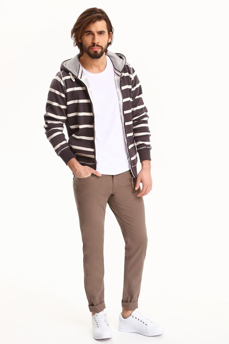 БрюкиSSP2538BEСтильные мужские брюки Top Secret - брюки высочайшего качества на каждый день, которые прекрасно сидят. Модель изготовлена из высококачественного хлопка и эластана. Застегиваются брюки на пуговицу в поясе и ширинку на молнии, имеются шлевки для ремня. Эти модные и в тоже время комфортные брюки послужат отличным дополнением к вашему гардеробу. В них вы всегда будете чувствовать себя уютно и комфортно.