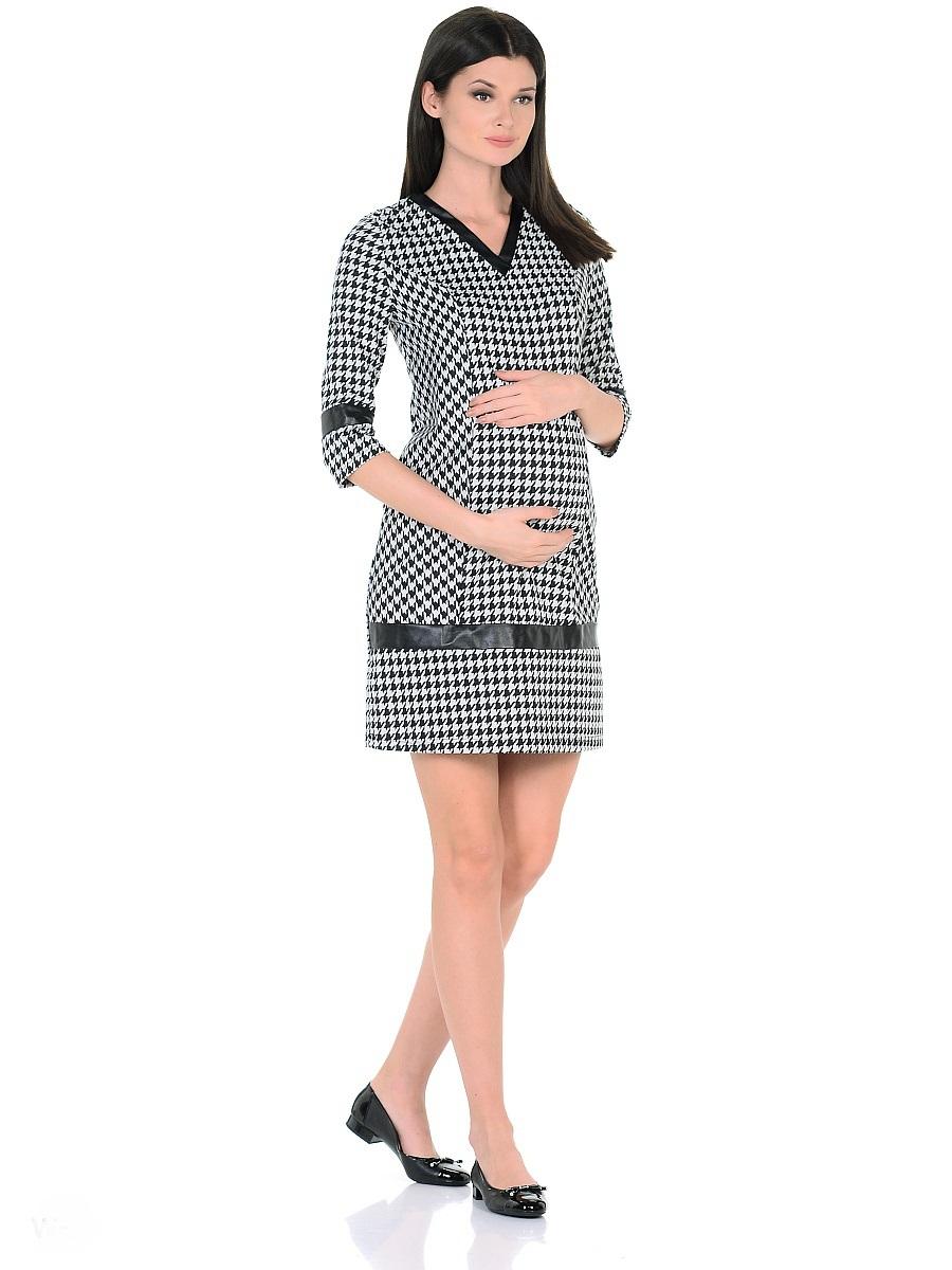 Платье300327Стильное платье для беременных, изготовлено из хлопкового трикотажного полотна джерси. Модель полуприталенного силуэта, с рукавами 3/4 и с V-образным вырезом горловины. Рельефный крой и талиевые вытачки предусматривают пространство и комфорт для животика. Мягкое джерси приятно к телу, трикотаж дышащий, не мнется, хорошо держит форму, лёгок в уходе. Трендовая расцветка гусиная лапка визуально скрадывает временные изменения фигуры, делая образ более стройным. Декоративные вставки из кожи по вороту, рукавам и в нижней части платья, сглаживают экспрессивность рисунка, придают платью оригинальный и выразительный внешний вид. Такое платье безупречно смотрится в рамках повседневного и делового гардероба, подходит для женщин как в период беременности, так и после рождения малыша.