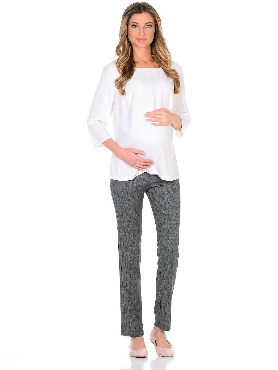 Брюки104201Брюки для беременных в классическом стиле, изготовленные из костюмного полотна с высоким содержанием вискозы. Трикотажная кокетка с регулируемой резиночкой в поясе позволяет с комфортом носить такие брюки на любом сроке беременности и после рождения малыша. Модель немного заужена к низу, задние накладные карманы сглаживают строгость фасона, придавая легкую непринужденность. Нейтральная расцветка позволяет сочетать эти брюки со многими предметами повседневного, классического и делового гардероба.