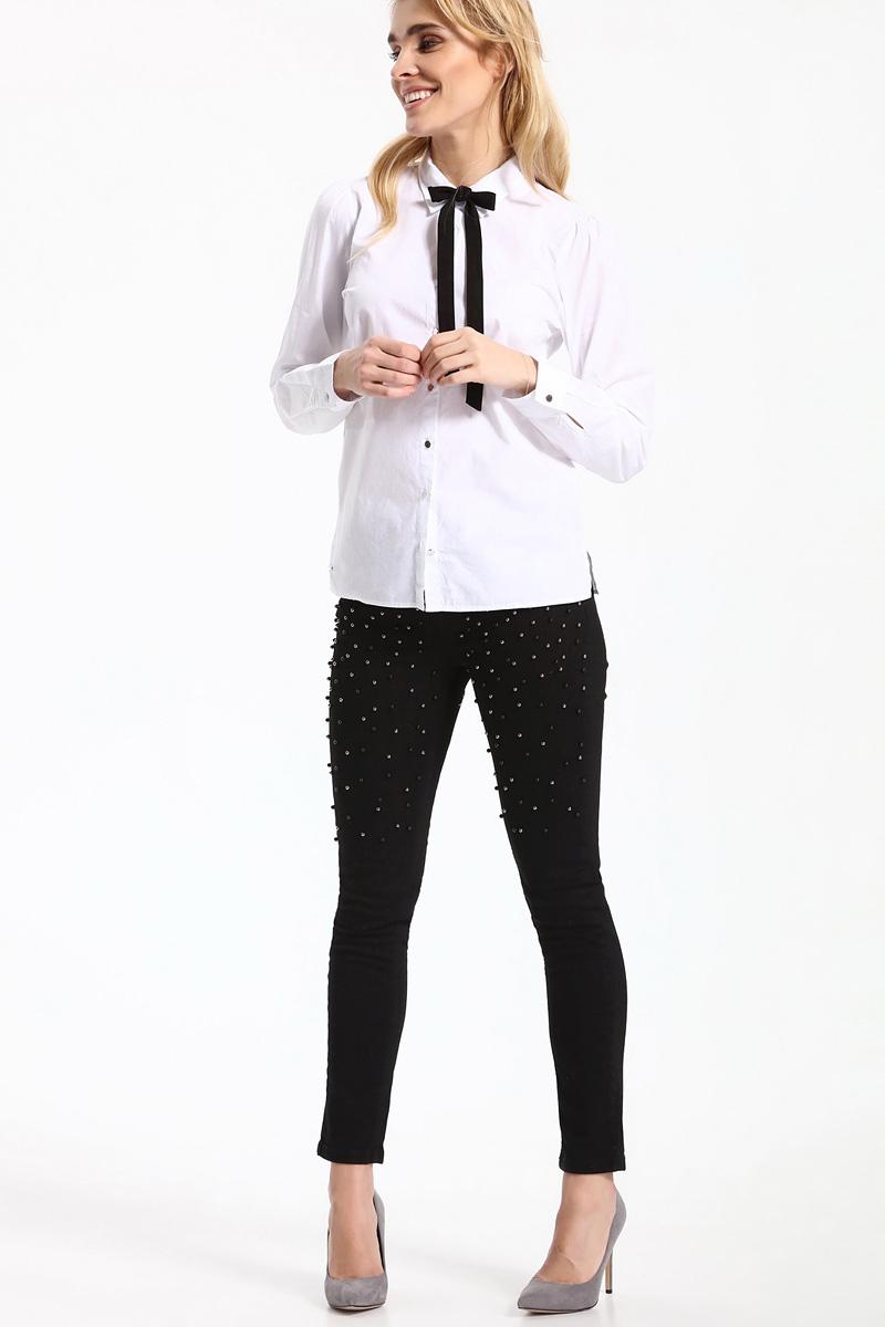 РубашкаSKL2331BIРубашка женская Top Secret выполнена из 100% хлопка. Модель с отложным воротником застегивается на пуговицы. Дополнено изделие текстильным бантиком.