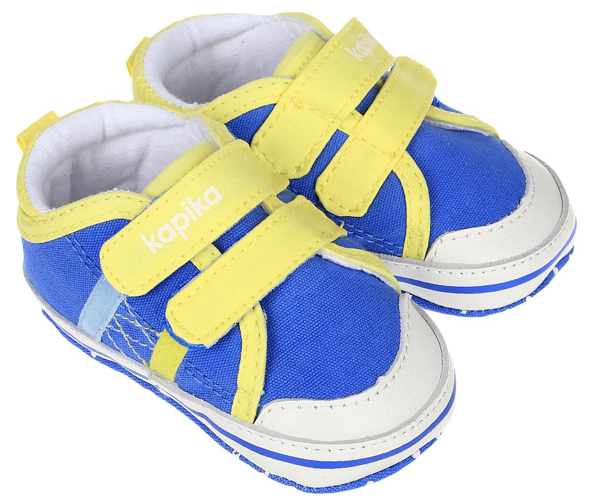 Пинетки10128Стильные и модные пинетки для мальчика Kapika выполнены из текстиля с элементами из натуральной кожи. Модель на застежках-липучках, которые надежно фиксирует пинетки на ножке ребенка и позволяет регулировать их объем. Удобные детские пинетки станут любимой обувью вашего ребенка.