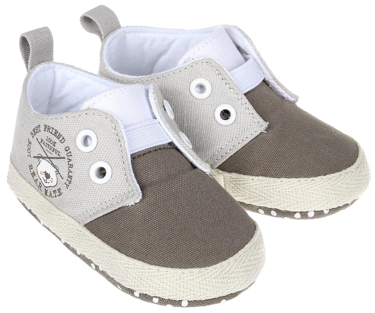 Пинетки10125Стильные и модные пинетки для мальчика Kapika выполнены из хлопкового текстиля. Модель на эластичной резинке, которая надежно фиксирует пинетки на ножке ребенка и позволяет регулировать их объем. Удобные детские пинетки станут любимой обувью вашего ребенка.