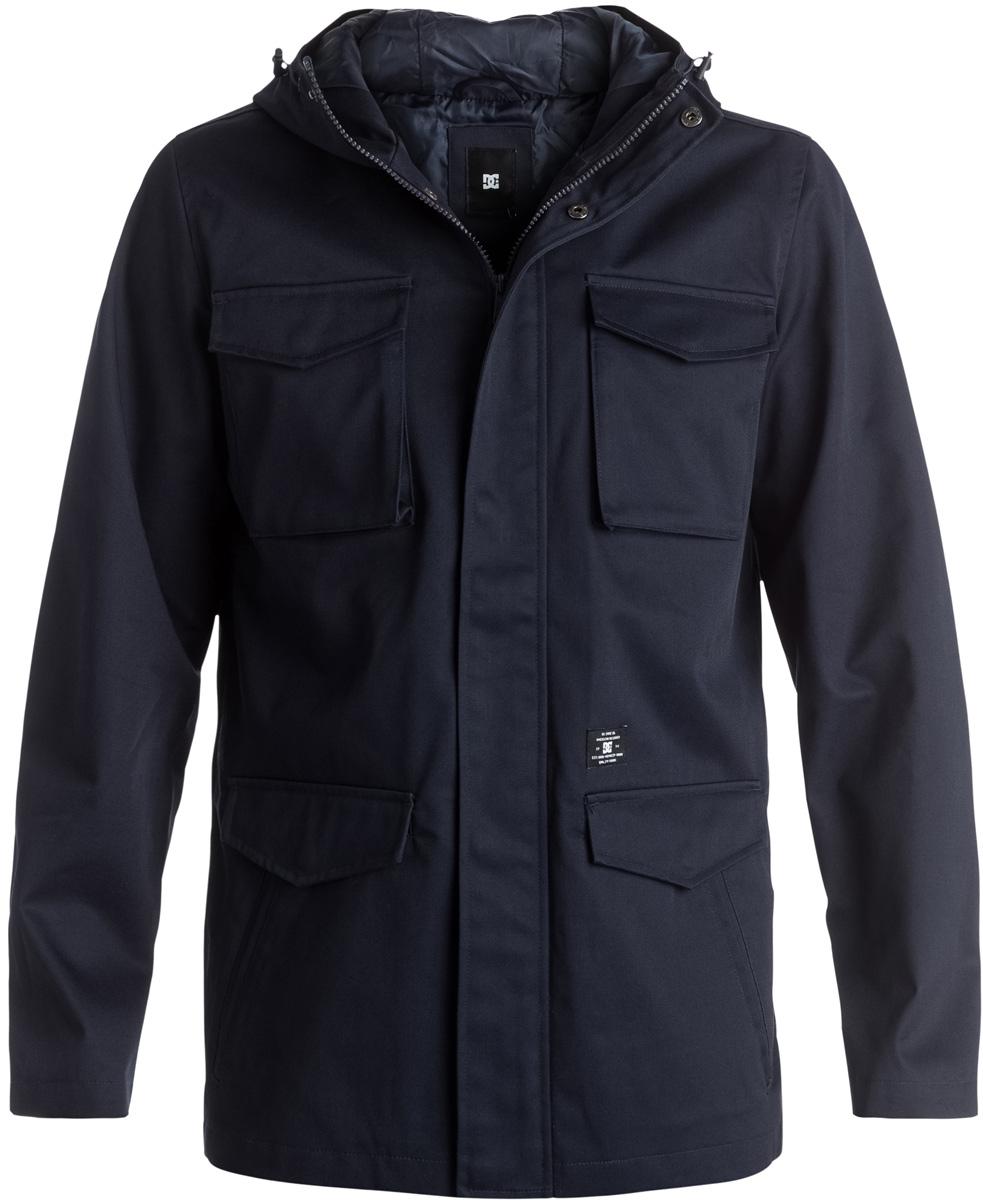 КурткаEDYJK03092-BYJ0Мужская куртка DC Shoes в армейском стиле выполнена из хлопка с добавлением полиэстера. Материал имеет водоотталкивающую пропитку. Подкладка изготовлена из синтетического материала. Модель застегивается на молнию и имеет ветрозащитную планку с кнопками. Куртка снабжена капюшоном с регулировкой объема и длинными стандартными рукавами с манжетами на кнопках. Спереди расположено 4 кармана.
