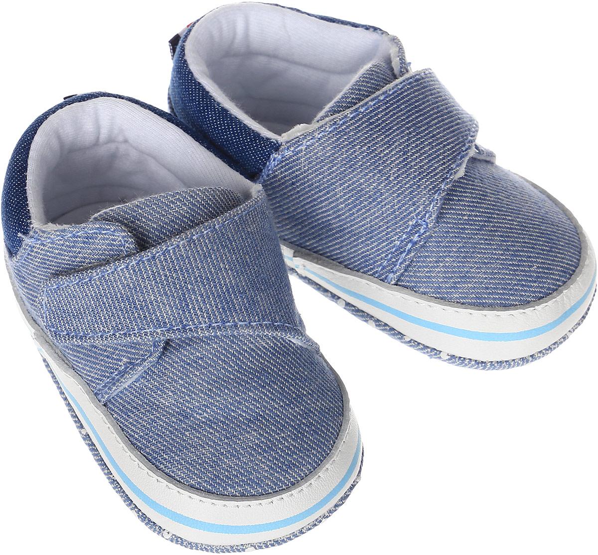 Пинетки10126Стильные и модные пинетки для мальчика Kapika выполнены из хлопкового текстиля с элементами из натуральной кожи. Модель на липучке с имитацией шнуровки, которая надежно фиксирует пинетки на ножке ребенка и позволяет регулировать их объем. Удобные детские пинетки станут любимой обувью вашего ребенка.
