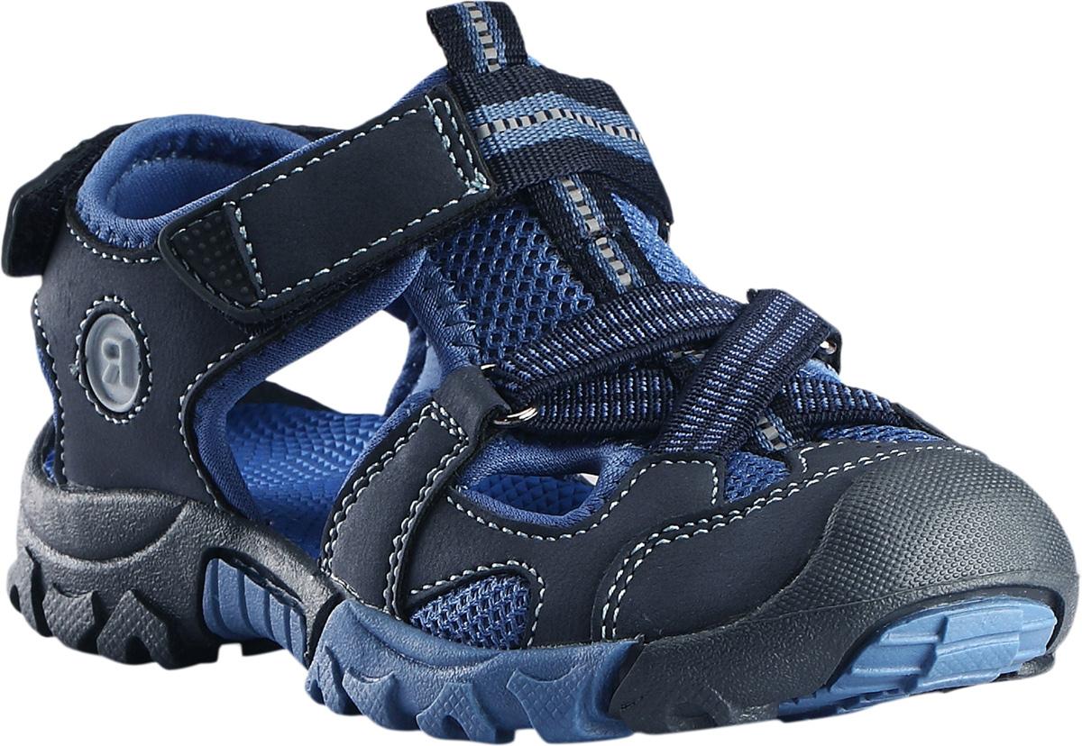 Сандалии5693060740Спортивные детские сандалии легко надевать и легко отрегулировать нужный размер. Застежка на двух ремешках позволяет максимально удобно застегнуть сандалии точно по ноге. А благодаря лайкровой подкладке они очень комфортные и не натирают. Легкая эргономичная конструкция поддерживает стопу, а подошва из термопластичной резины не будет скользить и защитит ногу от острых камней. Светоотражающие детали позволяют лучше разглядеть ребенка в темноте.