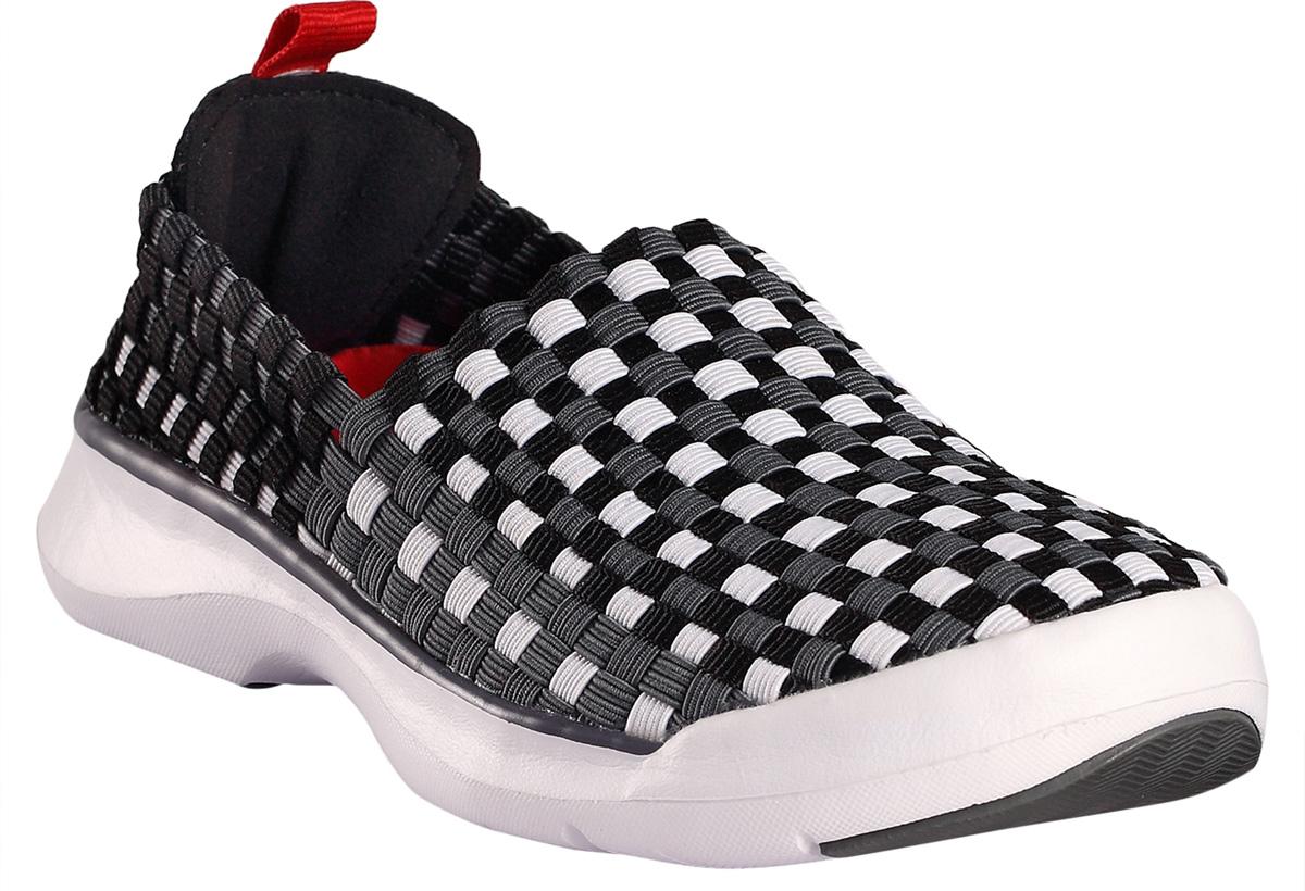 Кроссовки5693053360Детские кроссовки сделаны из гибкого, эластичного и дышащего материала и пригодны для машинной стирки (при 30°). Эти кроссовки быстро надеваются – никакой шнуровки и липучек. В подошве есть специальные отверстия для вентиляции, защищенные металлической сеткой и водонепроницаемой мембраной, – они не пропустят вовнутрь камешки, песок и воду, а ноги будут дышать. Резиновое усиление на подошве не оставляет следов на полу, что очень практично во время морской прогулки или в помещении. Обувь снабжена уникальными съемными стельками Reima с принтом Happy Fit, которые помогают правильно определить размер. Светоотражающие детали помогут разглядеть ребенка в темное время суток.