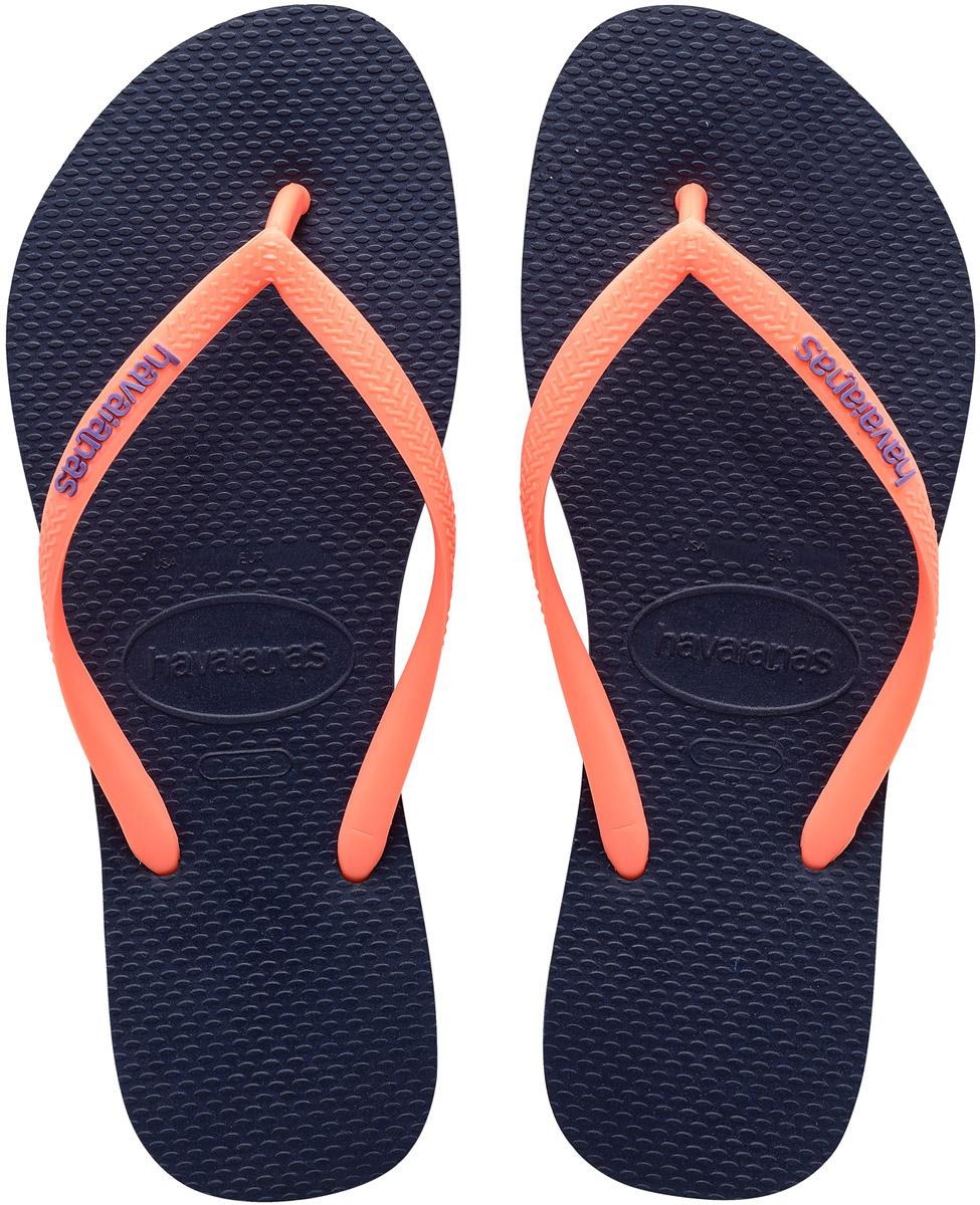 Сланцы4119787-1422Модные сланцы Slim Logo от Havaianas придутся вам по душе. Верх модели, выполненный из резины, оформлен рельефным орнаментом и названием бренда. Ремешки с перемычкой гарантируют надежную фиксацию модели на ноге. Подошва выполнена из материала ЭВА. Рифление на верхней поверхности подошвы предотвращает выскальзывание ноги. Рельефное основание подошвы обеспечивает уверенное сцепление с любой поверхностью. Удобные сланцы прекрасно подойдут для похода в бассейн или на пляж.