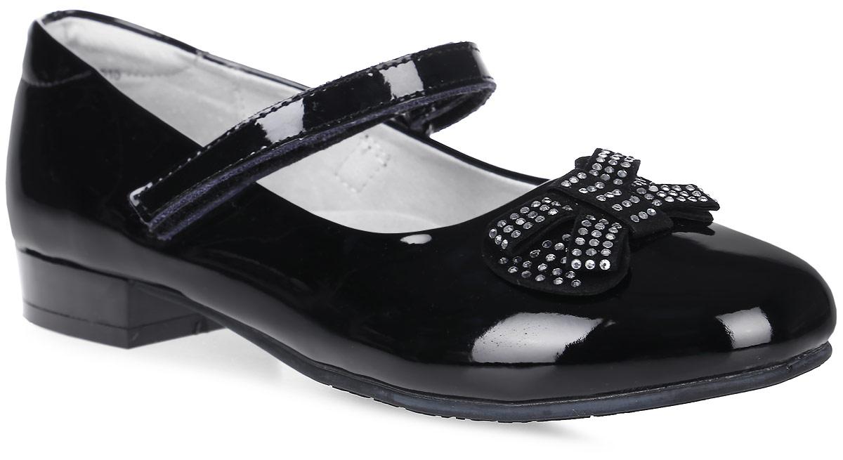 Туфли533013-21Модные туфли для девочки от Котофей выполнены из искусственной лакированной кожи. Мыс модели оформлен декоративным бантиком, украшенным стразами. Ремешок с застежкой-липучкой надежно зафиксирует модель на ноге. Внутренняя поверхность и стелька из натуральной кожи обеспечат комфорт при движении. Подошва и невысокий каблук дополнены рифлением.