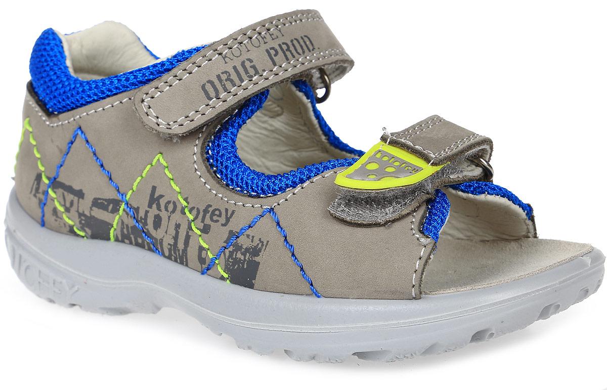 Сандалии122071-22Замечательные сандалии от Котофей придутся по душе вашему мальчику. Модель, выполненная из натурального нубука, оформлена декоративной прострочкой, контрастной вставкой из сетчатого текстиля по канту, а также небольшим принтом. Модель фиксируется на стопе при помощи двух ремешков на застежках-липучках: верхний ремень позволяет легко обувать и снимать сандалии, а нижний - регулировать высоту подъема модели. Внутренняя поверхность и стелька из натуральной кожи комфортны при ходьбе. Внутренняя форма обуви разработана ведущими российскими учеными-обувщиками по результатам массового обмера стоп детей. Она имеет анатомическую форму следа уже в подошве и в точности повторяет изгибы свода стопы. Таким образом, поверхность, на которую опирается стопа, является анатомической. Она поддерживает продольные и поперечный свод, обеспечивает оптимальную стабильность и фиксацию пяточной части, не требует наличия подсводника. Литьевой метод крепления подошвы обеспечивает ей максимальную прочность,...