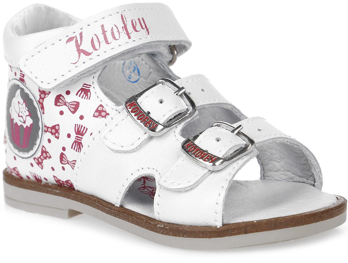 Сандалии022075-21Модные сандалии для девочки от Котофей выполнены из натуральной кожи. Внутренняя поверхность и стелька из натуральной кожи обеспечат комфорт при движении. Ремешки с металлическими пряжками и застежкой-липучкой надежно зафиксируют модель на ноге. Подошва дополнена рифлением.