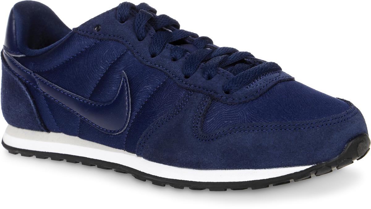 Кроссовки644451-400Женские кроссовки Genicco от Nike выполнены из текстиля, натурального велюра и искусственной кожи. Подкладка и стелька из текстиля комфортны при движении. Шнуровка надежно зафиксирует модель на ноге. Подошва дополнена рифлением.