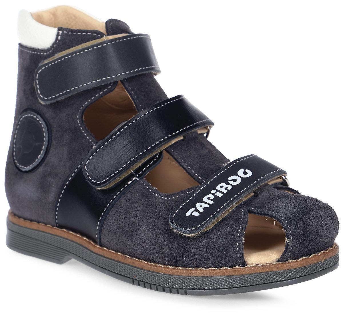 СандалииFT-25007.17-OL12O.01Эти ортопедические туфли разработаны для коррекции стоп при вальгусной деформации, а также для профилактики плоскостопия. Применение данной модели рекомендовано детям при наличии сформировавшихся деформаций. При применении данной обуви рекомендуется использование индивидуальных ортопедических стелек по назначению врача-ортопеда. Жесткий фиксирующий задник увеличенной высоты и возможность регулировки полноты тремя застежками «велкро» обеспечивают необходимую фиксацию голеностопа в правильном положении. Широкий, устойчивый каблук, специальной конфигурации «каблук Томаса». Каблук продлен с внутренней стороны до середины стопы, предотвращает вращение (заваливание) стопы вовнутрь (пронационный компонент деформации, так называемая косолапость, или вальгусная деформация). Подкладка из кожи теленка без швов. Кожа теленка обладает повышенной износостойкостью в сочетании с мягкостью и отличной способностью пропускать воздух для создания оптимального температурного режима (нога не потеет)....