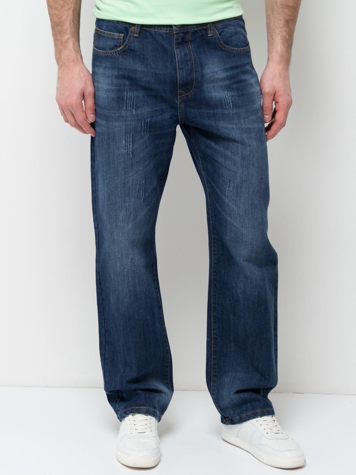 ДжинсыPJ-235/1082-7253Стильные мужские джинсы Sela, изготовленные из качественного хлопкового материала с потертостями, станут отличным дополнением гардероба. Джинсы прямого кроя и стандартной посадки на талии застегиваются на застежку-молнию и пуговицу. На поясе имеются шлевки для ремня. Модель представляет собой классическую пятикарманку: два втачных и накладной карманы спереди и два накладных кармана сзади.
