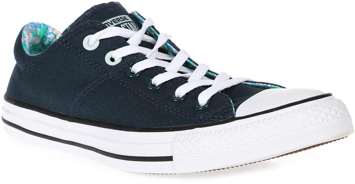 Кеды555910Стильные женские кеды Chuck Taylor All Star от Converse созданы для тех, кто предпочитает оригинальный дизайн и непревзойденное качество. Кеды выполнены из плотного текстиля и оформлены прострочкой. Мыс защищен резиновой накладкой. Сбоку предусмотрены отверстия с люверсами для вентиляции. Классическая шнуровка надежно фиксирует обувь на ноге. Стелька и подкладка из мягкого текстиля комфортны при ходьбе. Подошва исполнена из износостойкой резины контрастного цвета. Рифление на подошве обеспечивает идеальное сцепление с любыми поверхностями. Эффектные кеды помогут вам создать яркий, динамичный образ.