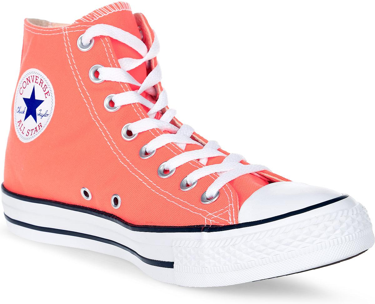 Кеды155739Высокие женские кеды Chuck Taylor All Star от Converse созданы для тех, кто предпочитает оригинальный дизайн и непревзойденное качество. Кеды выполнены из плотного текстиля и оформлены контрастной прострочкой и фирменным логотипом со звездой. Мыс защищен резиновой накладкой. Сбоку предусмотрены отверстия с люверсами для вентиляции. Классическая шнуровка надежно фиксирует обувь на ноге. Стелька и подкладка из мягкого текстиля комфортны при ходьбе. Подошва исполнена из износостойкой резины контрастного цвета. Рифление на подошве обеспечивает идеальное сцепление с любыми поверхностями. Эффектные кеды помогут вам создать яркий, динамичный образ.