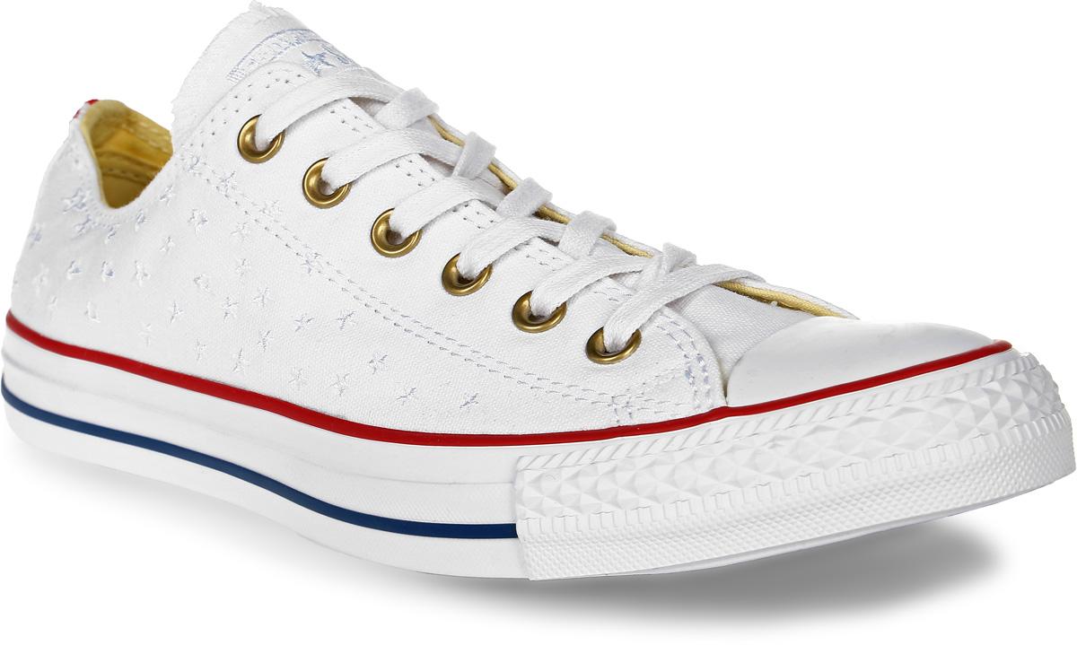 Кеды555882Стильные женские кеды Chuck Taylor All Star от Converse созданы для тех, кто предпочитает оригинальный дизайн и непревзойденное качество. Кеды выполнены из плотного текстиля и оформлены вышитыми звездами. Мыс защищен резиновой накладкой. Сбоку предусмотрены отверстия с люверсами для вентиляции. Классическая шнуровка надежно фиксирует обувь на ноге. Стелька и подкладка из мягкого текстиля комфортны при ходьбе. Подошва исполнена из износостойкой резины контрастного цвета. Рифление на подошве обеспечивает идеальное сцепление с любыми поверхностями. Эффектные кеды помогут вам создать яркий, динамичный образ.