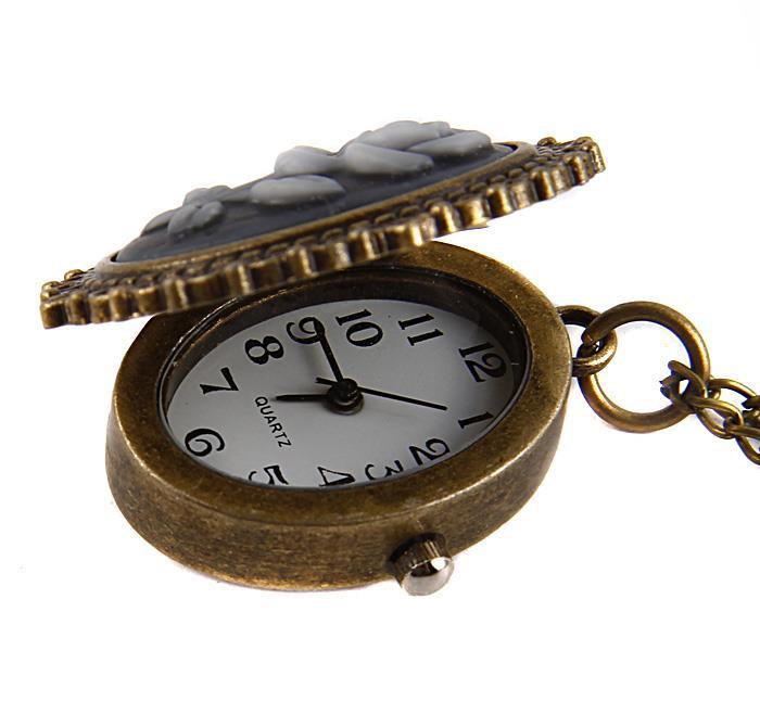 """Часы-медальон """"Роза"""". Металл, кварцевый часовой механизм, имитация глиптики. Конец XX века"""