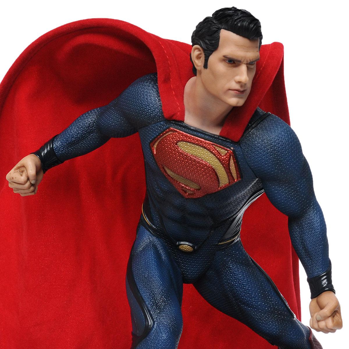 Человек из стали. Статуэтка Супермен