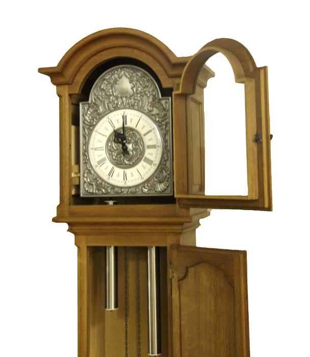Часы напольные в классическом стиле. Дерево (массив), бронза, латунь, гиревой часовой механизм. Голландия, начало XX века
