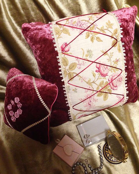 Комплект из двух декоративных авторских подушек