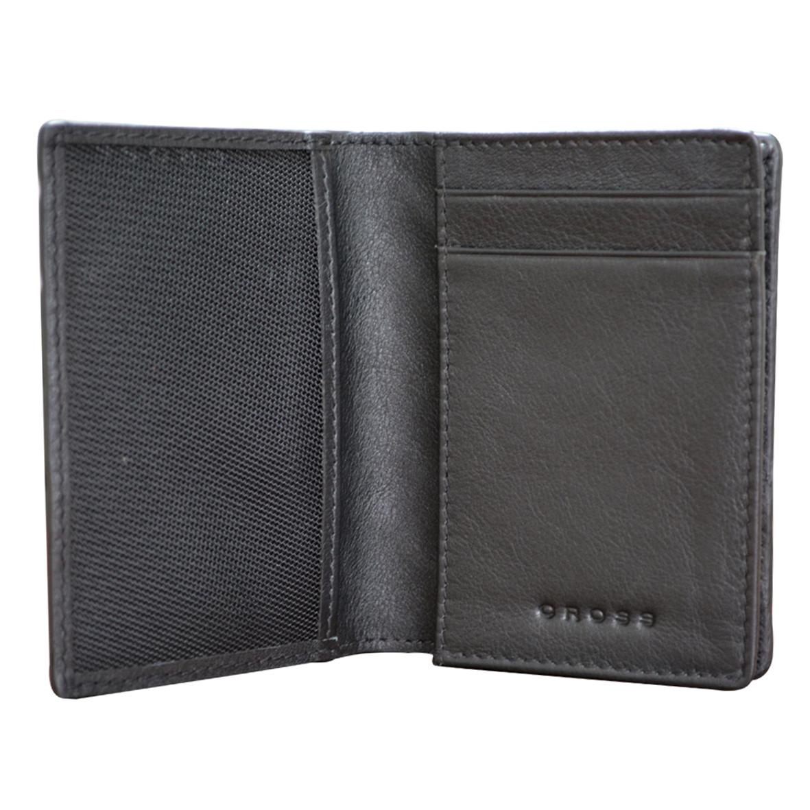 Чехол для кредитных карт мужской Cross, цвет: черный. AC178387-1AC178387-1Стильный чехол для кредитных карт Cross, изготовлен из натуральной кожи, оформлен декоративным тиснением и символикой бренда. Изделие раскладывается пополам. Внутри расположены два кармашка для пластиковых карт, сетчатый карман и отделение для визиток, вмещающее до 60 карточек. Изделие поставляется в фирменной упаковке. Чехол для кредитных карт защитит документы от повреждений, а также станет стильным аксессуаром, который подчеркнет ваш стиль.