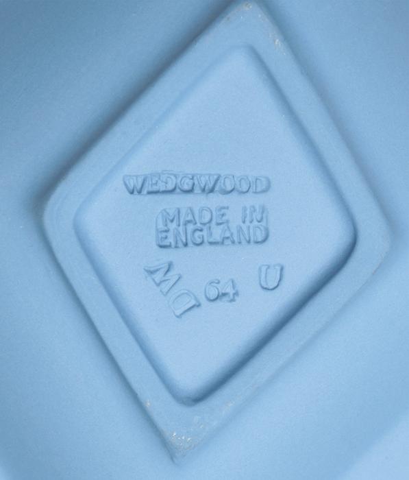 Тарелочка для украшений. Голубой бисквит, рельеф. Wedgwood, Великобритания, 1970-е гг.