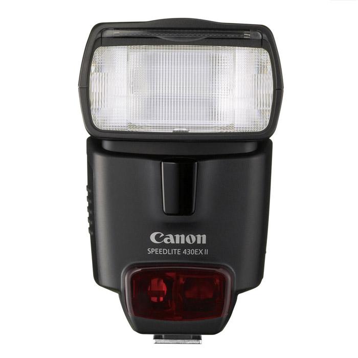 Canon Speedlite 430 EX II2805B003Фотовспышка Canon Speedlite 430EX II Основные отличия модели заключаются в уменьшенном на 40% времени перезарядки и в увеличенном ведущем числе (43). Speedlite 430 EX II поддерживает новый протокол обмена данными с камерой (E-TTL II), способна автоматически передавать камере цветовую температуру для обеспечения идеального баланса белого, автоматически подстраивается под размеры сенсора, поддерживает 7-уровневую регулировку мощности.