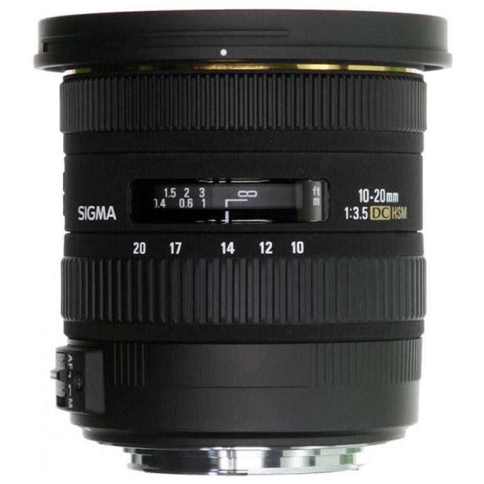 Sigma AF 10-20mm F3.5 EX DC HSM, CanonV104170WE000Двукратный сверхширокоугольный объектив Sigma AF 10-20 mm F/3.5 EX DC HSM открывает отличные возможности широкоугольной съемки как в помещении, так и на открытом воздухе. Даже с учетом кроп-фактора его диапазон фокусных расстояний охватывает наиболее употребительные широкоугольные значения 15 – 30 мм. Высокая постоянная светосила дает возможность с удобством использовать объектив в пасмурную погоду или для съемки в помещении. Угол поля зрения изменяется в пределах 102,4° - 63,8° (в зависимости от исполнения), что позволяет получать преувеличенную перспективу и с успехом решать самые сложные творческие задачи. Объектив AF 10-20 mm F/3.5 EX DC HSM специально предназначен для использования с цифровыми камерами и формирует круг изображения, в точности соответствующий площади сенсора формата APS-C. Уменьшение круга изображения позволило сделать объектив более легким и компактным, благодаря чему AF 10-20 mm F/3.5 EX DC HSM сможет с удобством отправиться со своим владельцем в любую поездку...