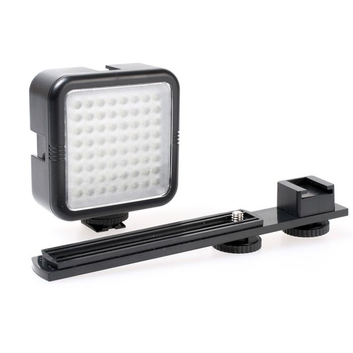 Yongnuo SYD-0808SYD-0808Легкий накамерный осветитель Yongnuo SYD-0808 может использоваться как установленным на горячий башмак камеры, так и при помощи прилагаемого брекета на камеру не имеющей горячего башмака. Мощность светового потока можно регулировать кнопкой яркости Low / High (будут работать 32/64 светодиода соответственно). Данный осветитель совместим со всеми основными моделями фото- и видео- камер.
