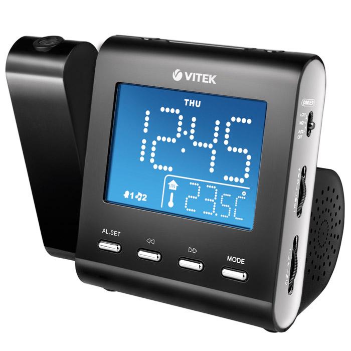 Vitek VT-3504N, Black3504-VT-02Радиочасы Vitek 3504 совмещают в себе часы и радио. Радио прекрасно ловит все радиостанции в диапазоне от 88 до 108 мегагерц в FM диапазоне. При необходимости радио может работать и в АМ диапазоне с 530 до 1600 килогерц. Поэтому настроиться на любимую волну сможет любой пользователь. Конечно, имеется встроенный будильник. По утрам он может будить Вас стандартным сигналом или же просто включать радио, чтобы Вы просыпались под звуки любимой музыки. Радиочасы Vitek 3504 имеют функцию отображения даты, дня недели и даже комнатной температуры. При желании можно регулировать яркость экрана, чтобы подобрать наиболее удобный для Вас уровень. Очень удобно, что имеется и кнопка короткого сна – при нажатии на неё будильник автоматически выставляется, и Вы сможете спокойно проспать несколько минут, прежде чем он не запищит. Одним из главных отличий, каким могут похвастать радиочасы Vitek 3504, является проектор. Они способны проецировать всю информацию, отображаемую на экране, на...