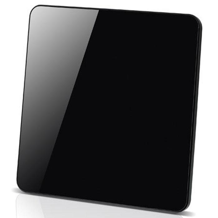 Vivanco TVA 402 антенна29947Универсальная комнатная ТВ антенна с усилителем Vivanco TVA 402 для приема аналоговых и цифровых телевизионных сигналов (DVB-T/DVB-T2), DAB-радио и FM-радио. Антенна поддерживает прием сигнала Full HD качества. Автоматическая настройка усилителя Функция энергосбережения Технология активного подавления помех для лучшего приема сигнала Круговая система (360°) для увеличения приема сигнала Стандарты цифрового ТВ: DVB-T, DVB-T2 Частотный диапазон: УКВ 174-230 МГц; УВЧ 470-862 МГц Поляризация: вертикальная и горизонтальная Мощность усилителя: 48 дБ Разъемы: антенный выход Питание: от сети 220 В через адаптер, от порта USB